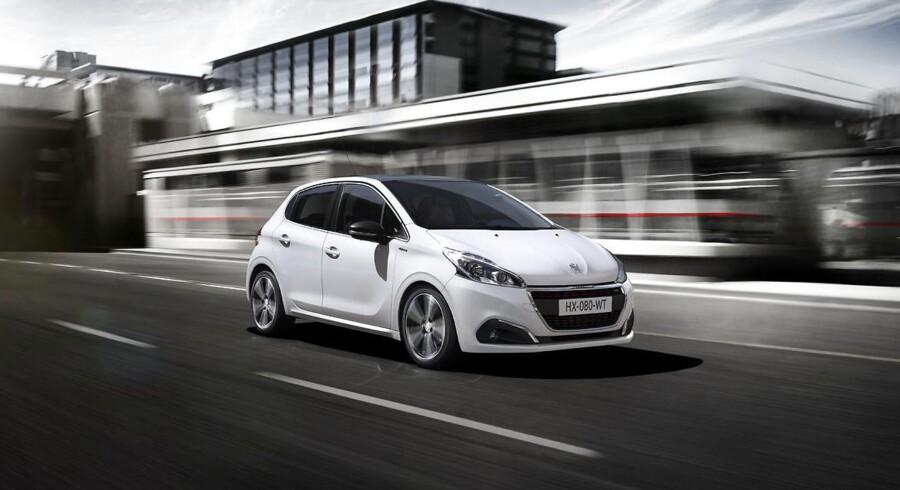 Endnu engang den mest solgte bil i Danmark - i august lå Peugeots minibil 208 igen på førstepladsen. Men en generel tøven hersker på markedet efter introduktionen af forslag om at ændre bilafgifterne