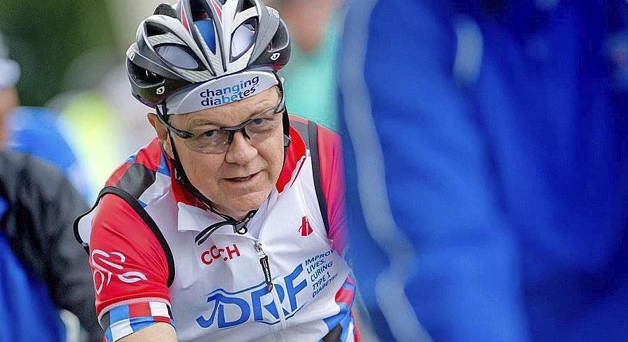 Michael Schwab har grundlagt et cykelhold ved navn Cure Chasers Cycling, som rejser penge til forskning i kroniske og livstruende sygdomme.