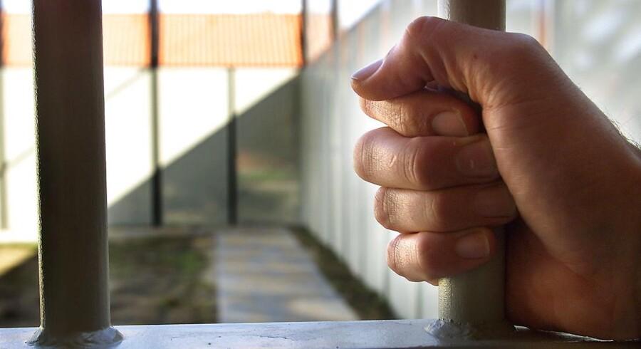ARKIVFOTO: RB plus. Taktik mod fængslede bandemedlemmer revses. En forsvarsadvokat og en lektor kritiserer, at Kriminalforsorgen har etableret to fokusafdelinger til de mest aggressive indsatte. Søren Pind afviser kritikken. -Arkiv- RB PLUS Tobaksrøg generer fanger og betjente. BV.: -Arkiv- SE RB PLUS Civile fylder mere i landets fængsler BV.: Løsladt og gældsat: Dømte skylder to milliarder BV.: Fra den flugtsikre afdeling i Nyborg Statsfængsel. Modelbillede (Foto: ERNST VAN NORDE/Scanpix 2012). (Foto: ERNST VAN NORDE/Scanpix 2012). (Foto: ERNST VAN NORDE/Scanpix 2013)