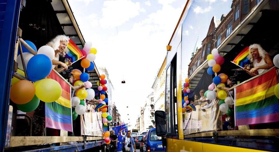 ARKIVFOTO. Copenhagen pride. Homoseksuelle, bøsser og lesbiske går i parade fra Nørrebrohallen til Tivoli i festlige kostumer.
