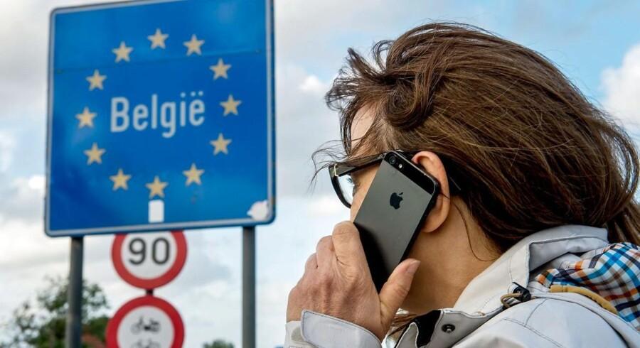 I juni blev det forhadte roaminggebyr afskaffet i de 28 EU-lande, og masser af danske mobilabonnementer blev lavet om. Ikke alle fulgte lovens - indviklede - bogstav, viser en kontrol. Arkivfoto: Philippe Huguen, Scanpix