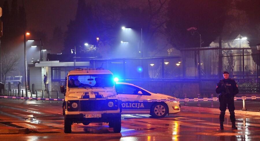 Politiet har afspærret området omkring den amerikanske ambassade i Montenegros hovedstad Podgorica efter et angreb.