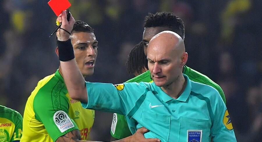 Nantes-spilleren Diego Carlos har mandag fået annulleret sit andet gule kort, som han fik tildelt i en kamp søndag mod PSG efter et sammenstød med kampens dommer. Scanpix/Loic Venance