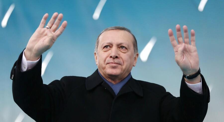 Arkivfoto. For 17 år siden blev Tyrkiet officielt kandidat til at blive medlem af EU. Der var ganske vist en række betingelser – blandt andet om menneskerettigheder – som skulle opfyldes, før forhandlingerne kunne begynde … men skinnerne var lagt.