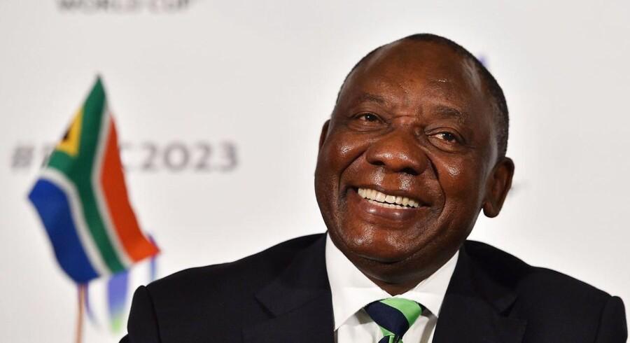 Nuværende vicepræsident Cyril Ramaphosa er blevet valgt til ny formand for det sydafrikanske regeringsbærende parti, ANC. Det skriver Retuers.