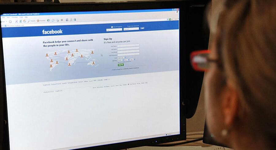 Ifølge en ny undersøgelse vælger flere kvinder end mænd, at holde sig væk fra debatter på Facebook på grund af en hadefuld tone.