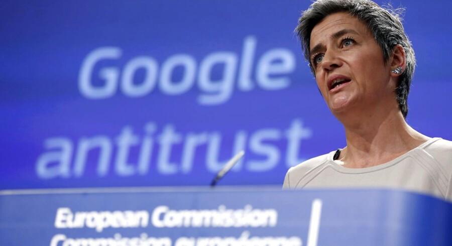 EUs konkurrencekommissær, danske Margrethe Vestager, gør klar til at udstede en bøde til Google, der er endnu større end den på 18 milliarder kroner, som internetgiganten fik sidst i juni. Arkivfoto: François Lenoir, Reuters/Scanpix