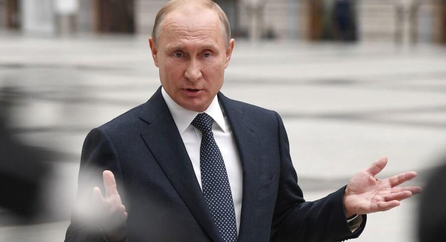 Præsident Vladimir Putin advarer Ukraine om, at det vil få meget alvorlige følger, hvis landet skulle iværksætte en militær operation mod prorussiske oprørere i de østlige områder under VM-slutrunden i fodbold, som indledes i Rusland næste uge.