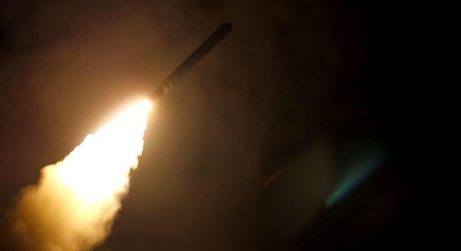 USA, Storbritannien og Frankrig sendte natten til lørdag hundredvis af krydsermissiler afsted mod Syrien. AFP PHOTO / US Department of Defense / Kallysta CASTILLO / Ritzau Scanpix.