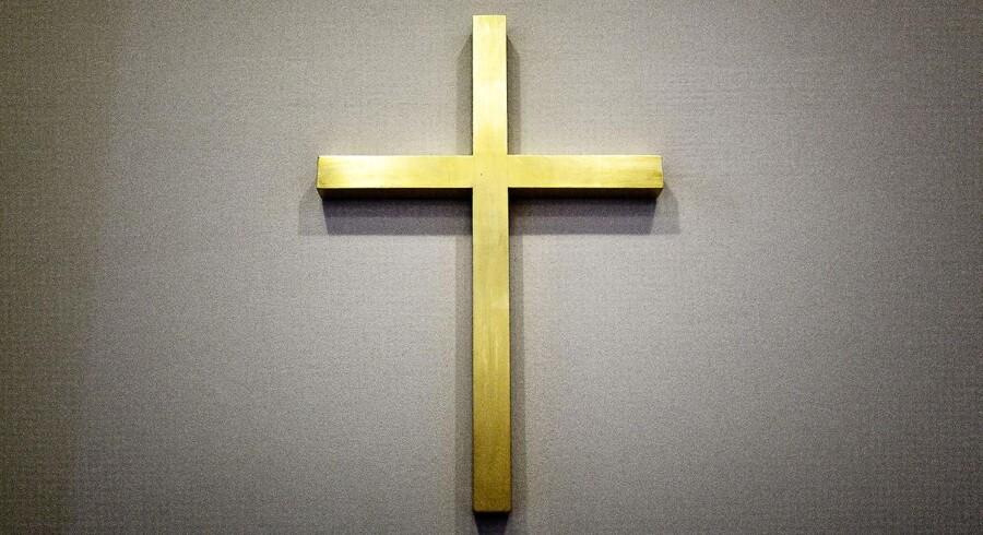 Religiøse symboler som korset og deres plads i det offentlige rum er til debat. Ikke mindst når det gælder sygehuse.