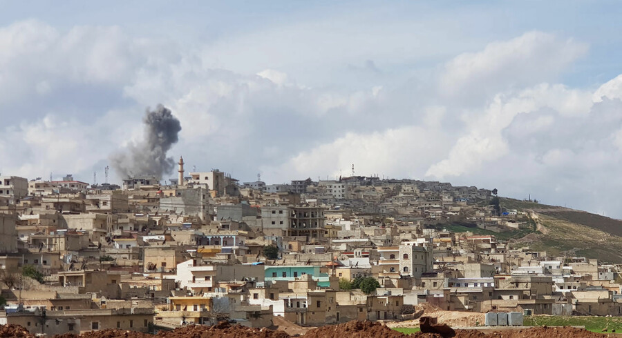 Smoke billows on the horizon near the Syrian Kurdish city of Afrin on March 15, 2018. With Turkish-led forces nearly surrounding Afrin, some panicked residents are attempting to flee, others are stocking food fearing a siege, and Kurdish fighters are digging in for a tough fight. / AFP PHOTO / STRINGER