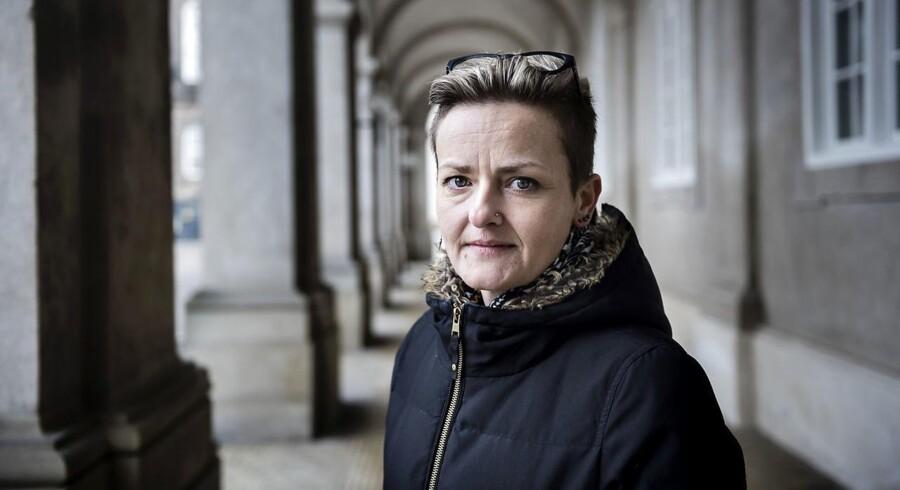 Et lovforslag, der skal forebygge vold og overgreb på landets bosteder for psykisk syge, er lavet så meget om, at det bør komme i høring på ny blandt de organisationer, der har forstand på emnet. Det mener Socialdemokratiets socialordfører, Pernille Rosenkrantz-Theil.