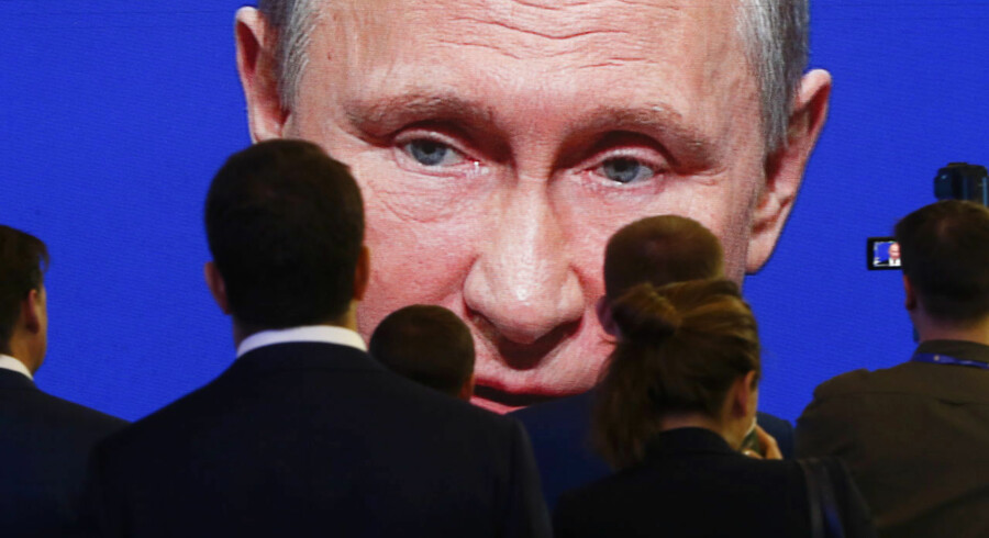 Participants of the St. Petersburg International Economic Forum (SPIEF) gather near an electronic screen showing Russian President Vladimir Putin, who speaks during a session of the forum in St. Petersburg, Russia, June 2, 2017. REUTERS/Sergei Karpukhin TPX IMAGES OF THE DAY