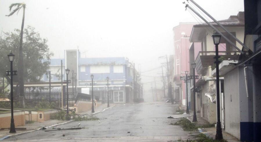 Billedet er fra Puerto Rico, hvor den kraftige orkan Maria er på vej hen. Dansk Røde Kors' generalsekretær, Anders Ladekarl, befinder sig på øen Saint Croix i Caribien, hvor orkanen i nat var på sit højeste. Overblikket har ingen endnu, men han beretter om kaotiske tilstande. Arkivfoto.