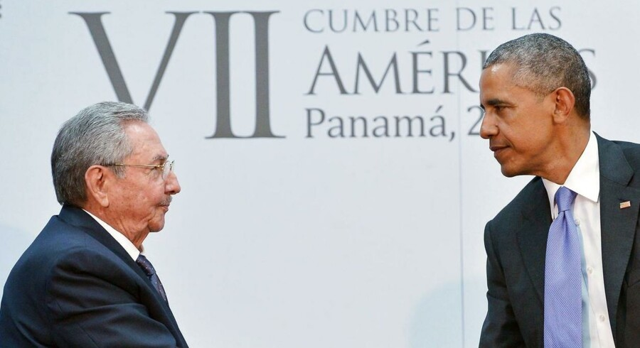 Præsident Barack Obama (th) med Cubas præsident Raul Castro 11. april i Panama.