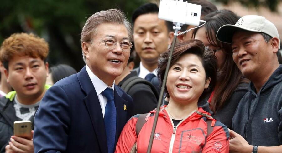 Den liberale Moon Jae-in fra Det Demokratiske Parti har vunder jordskredssejr ved Sydkoreas valg