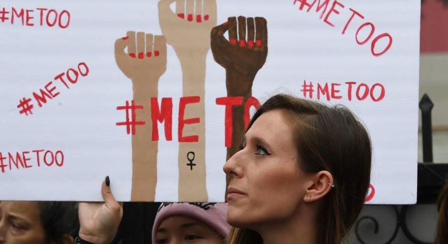 En yngre læge beretter nu om sårende bemærkninger med seksuelle undertoner fra ikke mindst kvindelige kolleger.