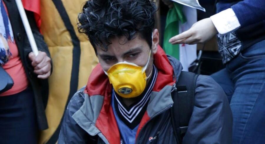 Nervegassen sarin eller en lignende forbudt giftgas blev anvendt i et angreb i Syrien 4. april, da knap 90 mennesker blev dræbt, siger Organisationen for Forbud mod Kemiske Våben (OPCW) ifølge dens britiske delegation.