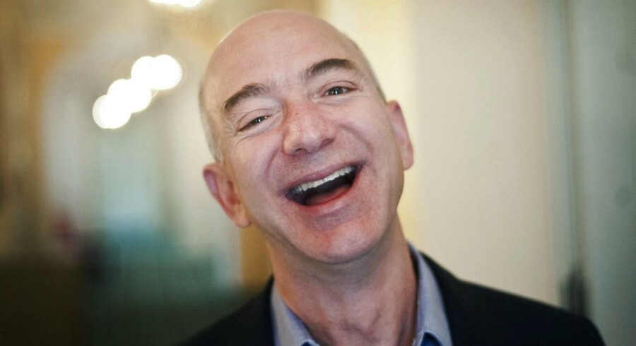 Amazon-topchef Jeff Bezos er lige blevet verdens rigeste mand. Nu står hans firma, Amazon, til at overhale Apple og blive verdens mest værdifulde selskab. Arkivfoto: Victoria Bonn-Meuser, EPA/Scanpix