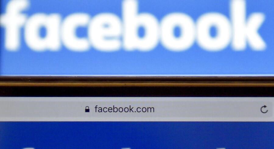 Arkivfoto. Såkaldte romance scams begynder oftest med en venneanmodning fra en fremmed mandlig profil på Facebook.
