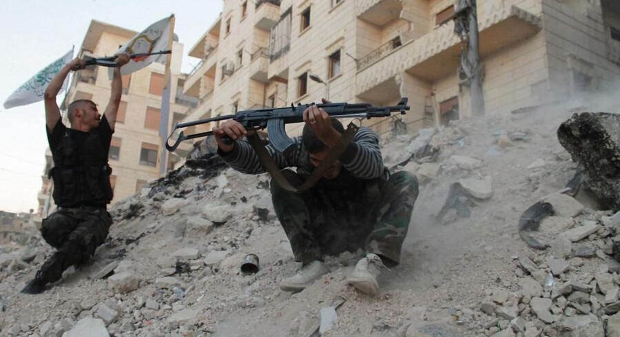 Omkring 25 gange rejste en mand fra Østjylland ind i Syrien for blandt andet at kæmpe sammen med kurdiske styrker imod Islamisk Stat.