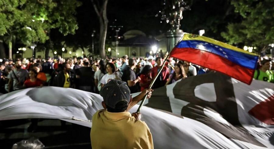 Ifølge et velanset, uafhængigt analyseinstitut har 3,6 millioner venezuelanere stemt ved søndagens valg. Tallet stammer fra målinger ved 110 valgsteder og svarer til en stemmeprocent på 18,5.