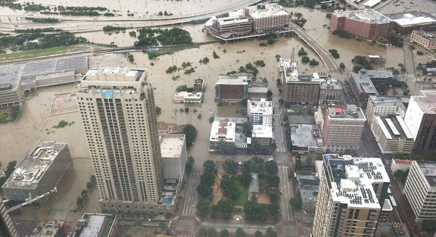 Efter de voldsomme oversvømmelser i Texas og Louisiana efter orkanen Harvey søger 560 000 amerikanske familier erstatning af regeringen.