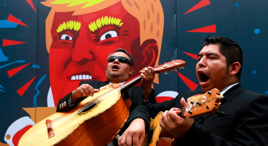 epa05555988 A group of Mexicans gather to demonstrate against US Republican presidential candidate Donald Trump, in Mexico City, Mexico, 25 September 2016. Activists made a call for Mexicans in the US not to vote for Trump in the November US election, as they consider him a 'global threat'. EPA/Jorge Nunez