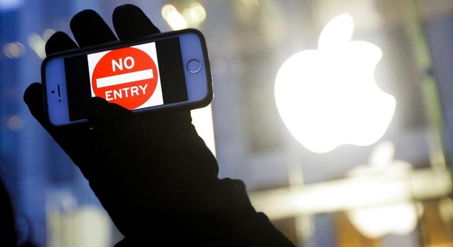 FBI skal nu tvinges til at afsløre, hvem der brød ind på en beslaglagt og krypteret iPhone, mener tre nyhedsorganisationer, der har lagt sag an for at få oplysningerne. Arkivfoto: Justin Lane, EPA/Scanpix