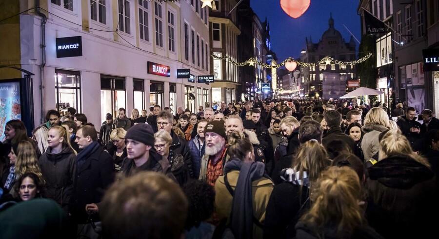 Travlhed og julestemning på Strøget i København. I mellemtiden må tusindvis af kunder, der har handlet hos coop.dk, væbne sig med tålmodighed.