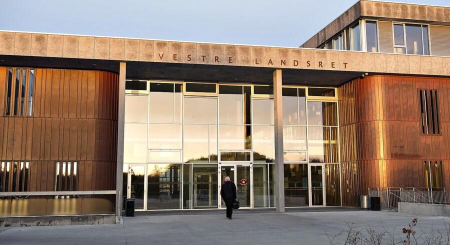 En tidligere psykiater er blevet idømt tre måneders fængsel, for at have haft sex med en kvindelig patient. Derudover frakendes psykiateren sin lægelige autorisation.