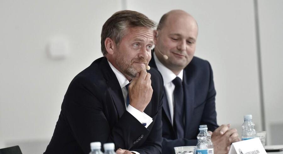 Både undenrigsminister Anders Samulsen (LA) og justitsminister Søren Pape Poulsen (K) kaldes nu i samråd af Socialdemokratiet i angiveri-sagen.