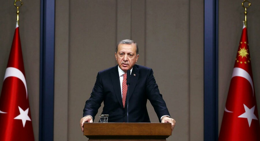 Arkivfoto. Der går nu næppe en dag, uden at EU og Tyrkiet kan finde et ny sag at skændes om. Senest er det tyrkerne, der er ude med riven og advarer EU-landene mod at give politisk asyl til tyrkiske officerer, der er udstationeret i Europa, men frygter overgreb i deres hjemland efter sommerens kupforsøg. Samtidig beskyldes EU for at holde hånden over terrorister.