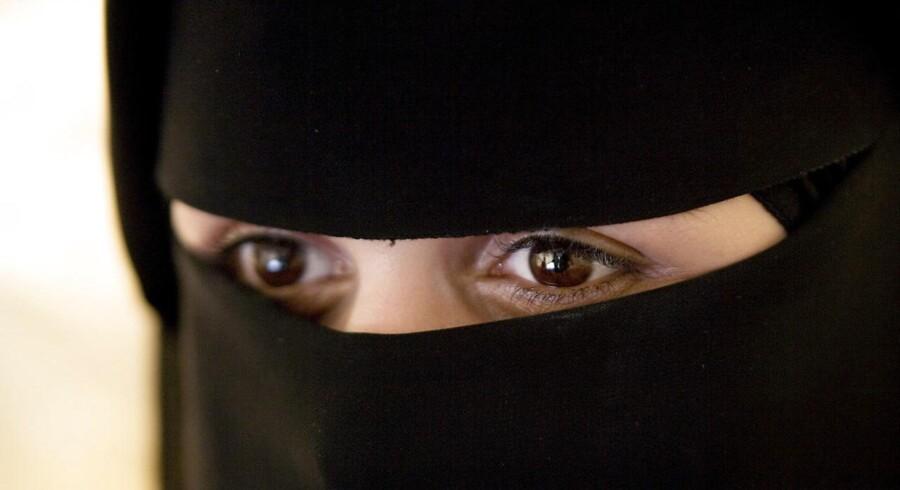 """Den Europæiske Menneskerettigheds siger i en afgørelse, at et belgisk forbud mod niqab tjener et formål ved at tjene den sociale sammenhængskraft -""""beskyttelsen af andres rettigheder og frihed."""""""