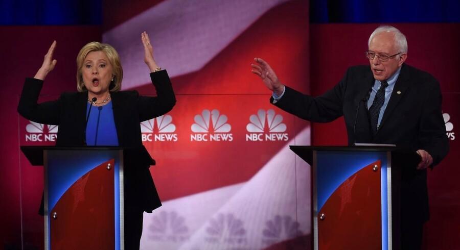 Hillary Clinton og Bernie Sanders.