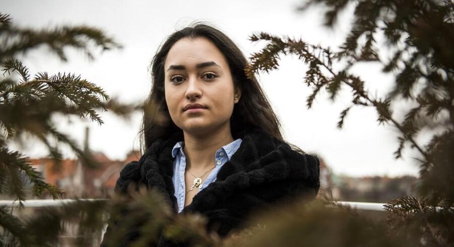 Hediye Temiz er 19 år og medlem af kommunalbestyrelsen i Albertslund for Radikale. Hun retter kritik mod Socialdemokratiet for gennem deres politik at opildne til racisme overfor personer med anden etnisk herkomst. Racisme, som hun fortæller, at hun selv har været udsat for.