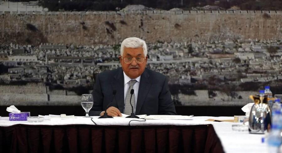 Mahmoud Abbas' vrede over metaldetektorer ved moské får ham til at indstille sikkerhedssamarbejde med Israel.