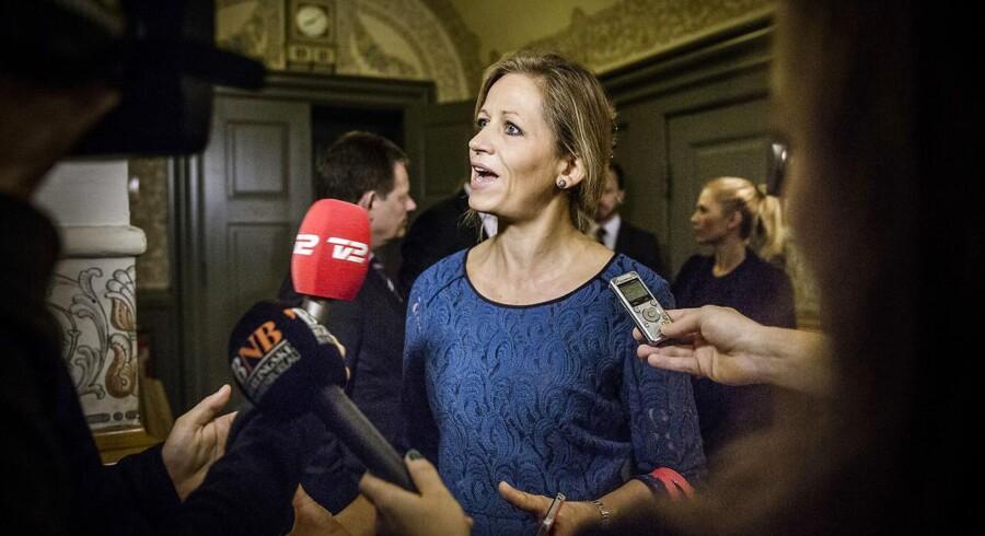 Forbyd mobiltelefoner i skolerne, lyder det fra DFs Marie Krarup.
