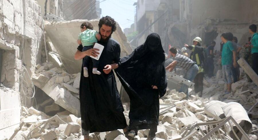 RB PLUS Syrisk våbenhvile gisper efter vejret Trods våbenhvile i Syrien bliver en syrer dræbt hvert 25. minut. USA og Rusland er nødt til at gribe ind, siger FN-udsending. - - - -