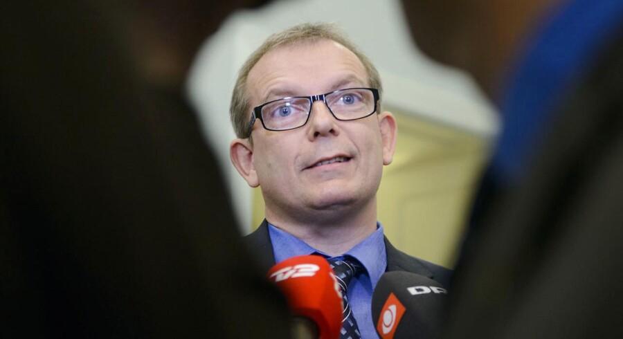 »Det er mig en gåde at man ikke allerede i 2013 sætter den store undersøgelse i gang på baggrund af de særdeles kritiske informationer som tilgik den øverste ledelse,« siger Hans Kristian Skibby.