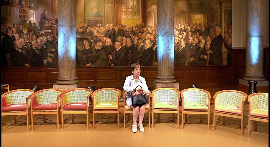 Arkivfoto: Stå fast på din politik, selv om andre afviser den blankt. På et tidspunkt bliver der brug for mandaterne, og så kommer indflydelsen. Sådan lyder rådet fra »damen med håndtasken«, Marianne Jelved, til De Radikales nuværende leder, Morten Østergaard.