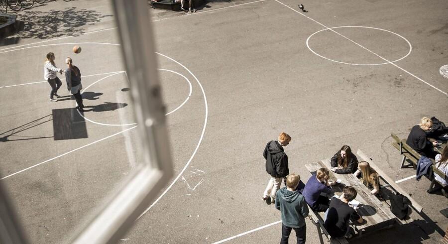 De Radikale vil have, at kommunerne fremover skal sikre, at elevsammensætningen på skolerne afspejler befolkningssammensætningen i lokalområdet. Hvis 20 procent af beboerne i kommunen eksempelvis har indvandrerbaggrund, skal det være et mål, at der går en tilsvarende andel elever med indvandrerbaggrund på hver enkelt folkeskole.