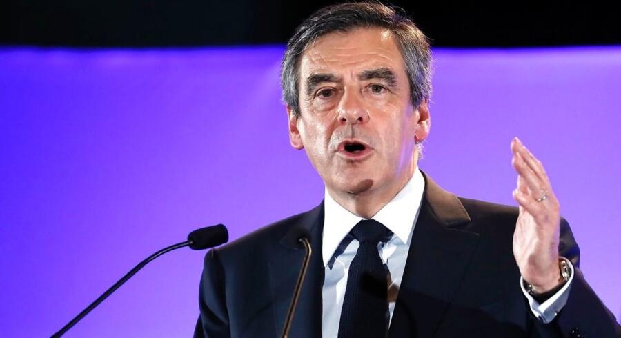 Arkivfoto. Den franske præsidentkandidat har uden varsel aflyst et besøg og er indkaldt af dommere i sag om hustrus løn.