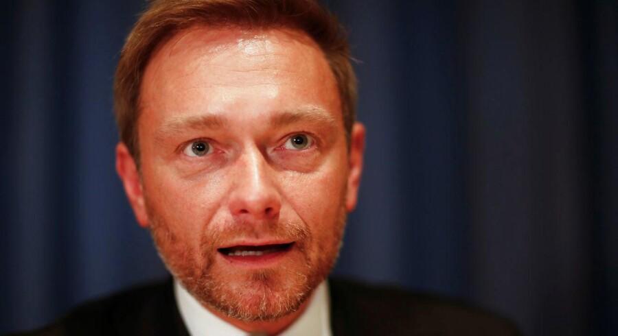 'Nej tak til regeringsdannelse uden liberale mærkesager'. Sådan lyder meldingen fra Christian Lindner, der er formand for Tysklands liberale parti FDP. Mandag nat forlod FDP de aktuelle regeringsforhandlinger i Berlin.