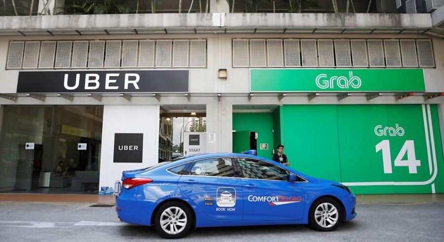Uber sælger nu fra til den sydøstasiatiske konkurrent Grab. Det er tredje gang, at kørselstjenester må trække sig fra et oversøisk marked. REUTERS/Edgar Su TPX IMAGES OF THE DAY