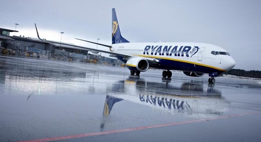 Et fly fra Ryanair mistede fredag morgen det ene af sine to næsehjul og måtte foretage en sikkerhedslanding. Free/Pressefoto / Ryanair