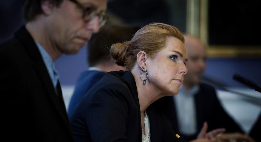 Udlændinge- og integrationsminister Inger Støjberg (V) blev torsdag grillet på et fem timer langt samråd i sagen om unge asylpar.