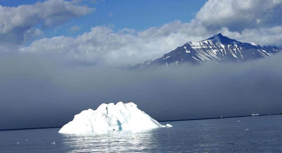Et jordskælv har ført til store bølger blandt andet her ved Uummannaqs kyst. Arkivfoto.