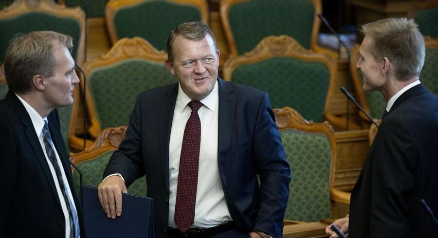 Dansk Folkepartis gruppeformand, Peter Skaarup (tv.) mener ikke, det er en god idé, at VLAK-regeringen går til valg på at fortsætte. DF-formand Kristian Thulesen Dahl (th.) har før kaldt regeringen »uholdbar«.