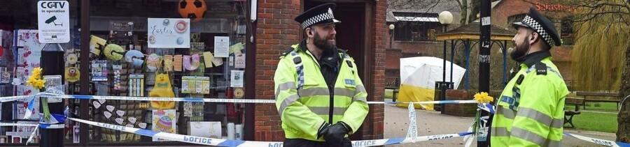 Theresa May har beskyldt Rusland for at stå bag et angreb på eksspionen Sergei Skripal og hans datter Julia Skripal. Nu vil det britiske politi undersøge, om Rusland står bag en række andre mystiske dødsfald. EPA/GERRY PENNY